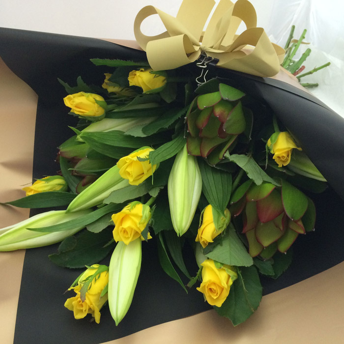 Bouquet Yellow Roses – Black & Gold wrapping